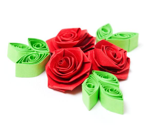 inspirativní růže z papíru technikou Quilling