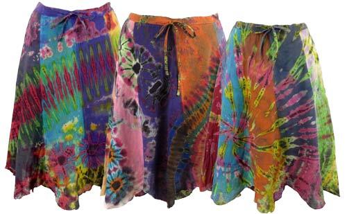všechny možné barevné odstíny batikovaných sukní