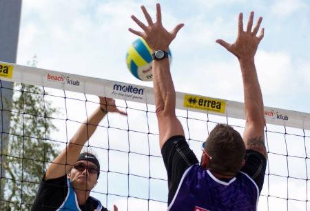 profesionální beach volejbalisté vás učí plážový volejbal