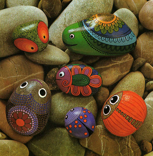 beruška, rybička a mucha malovaná na kamenech