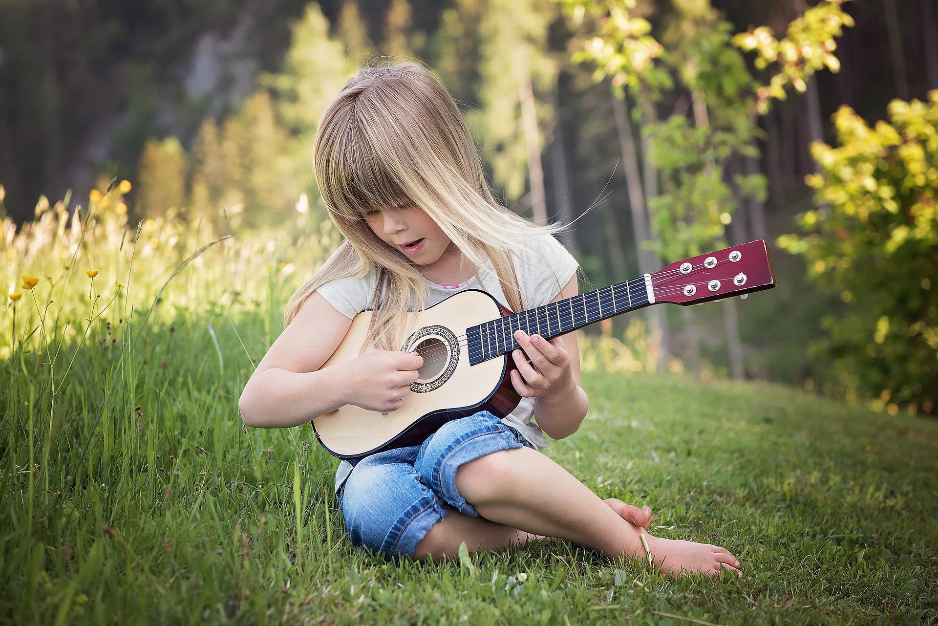 Jak vybrat kytaru pro začátečníky