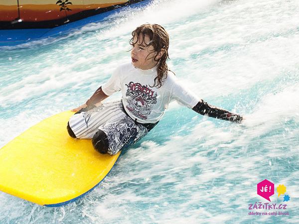 Fotografie malých surfařů