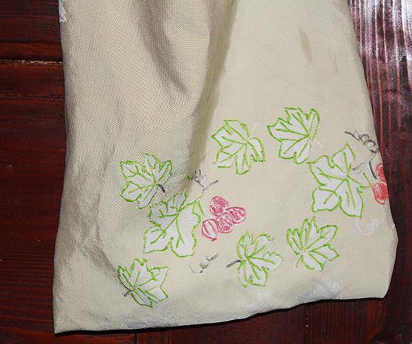 Fotografie tašky s obrázky listů