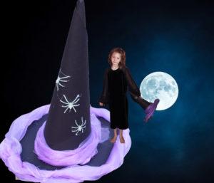 Fotografie malé čarodějnice s kloboukem