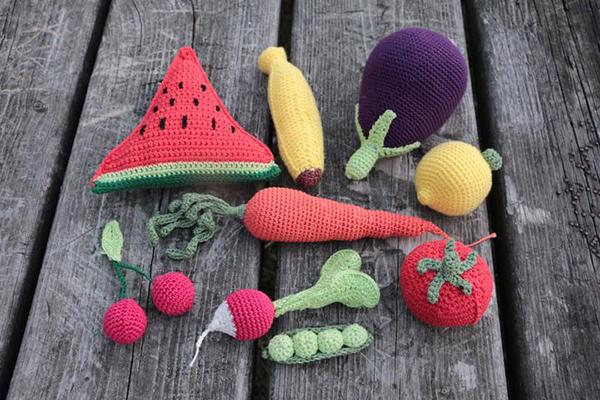 Fotografie háčkované zeleniny a ovoce