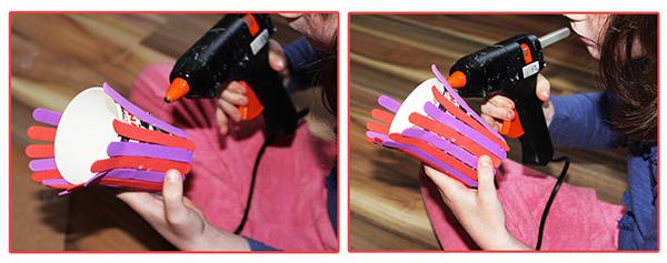 Fotografie horkovzdušné pistole a kelímku oblepeného barevnými pěnovými papírky