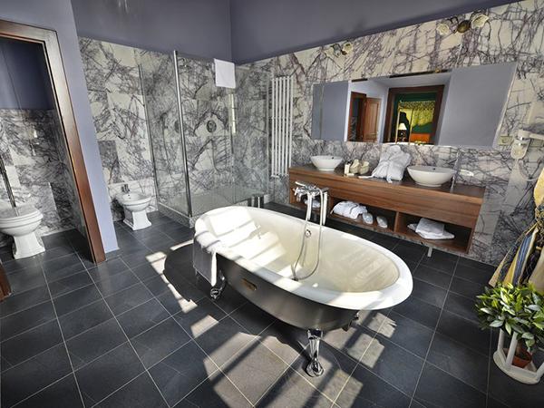Fotografie zámecké koupelny