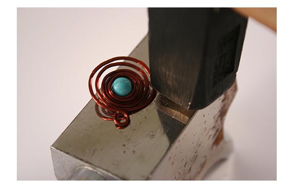 Fotografie jak vyrobit spirálkovité náušničky
