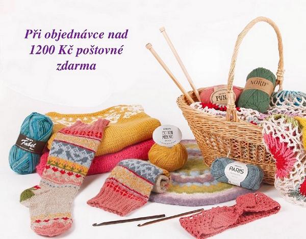 fotografie ponožek a pomůcek na pletení a háčkování