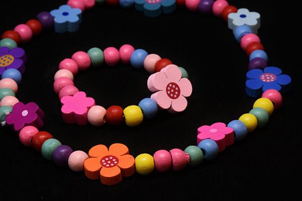 fotografie:korálkový náramek pro děti