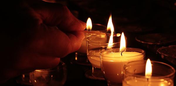 jak správně pálit svíčky