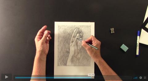 lektorka ve video online kurzu kreslení pravou mozkovou hemisférou kreslí svou ruku