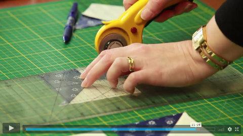 Ořezávání látky pomocí patchwork pravítka - patchwork šití technika