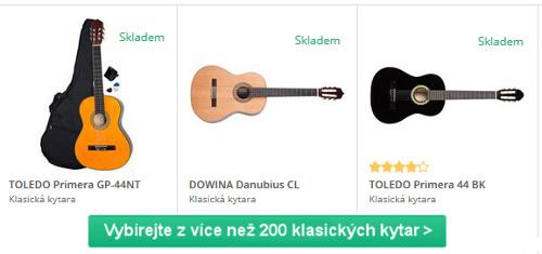 různé barvy a značky klasických kytar na výběr