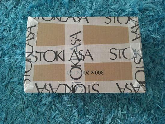 krabice s komponenty z eshopu Stoklasa - vše potřebné pro výrobu indiánského lapače snů