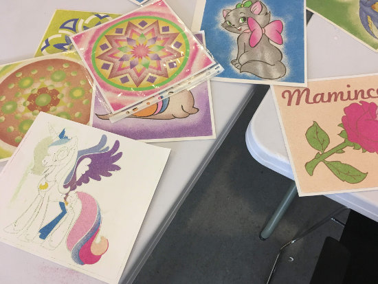 mandaly a obrázky pro děti vytvoření pomocí barevného písku - Radost v písku