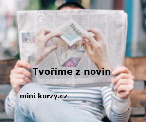muž v ruce drží noviny, které následně poslouží k vyrábění z papíru