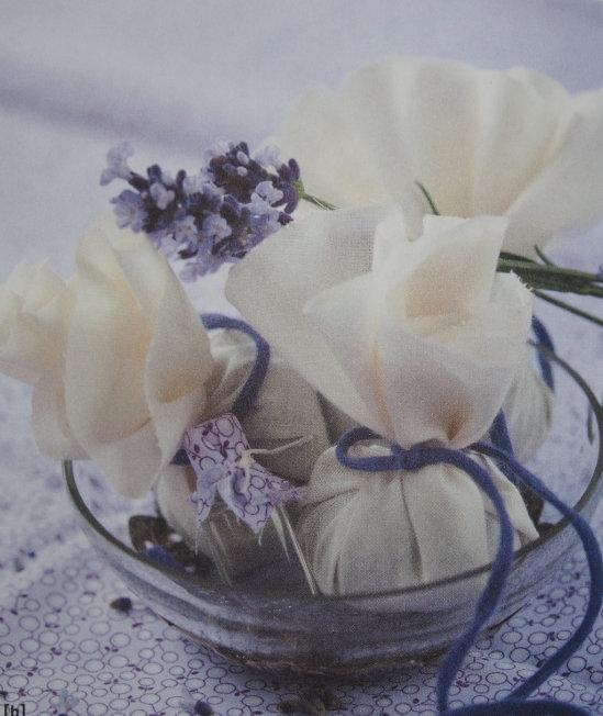 látkové balíčky plné sušeného květu levandule na bio bylinné koupele