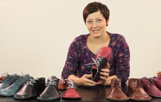 spousta vlastnoručně ušitých kožených barefoot bot
