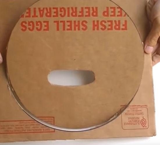 Kruh vyříznutý z papírového kartonu - příprava na další homemade tvoření