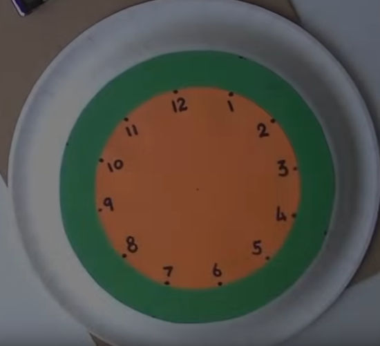 tvoříme z barevného papíru - ciferník hodin na učení času
