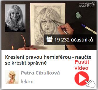 lektorka online video kurzu keslení pravou mozkovou hemisférou ukazuje, jak správně kreslit portrét