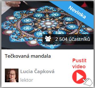 modrá tečkovaná mandala - lektorka online video kurzu tečkovaná mandala ji právě tvoří