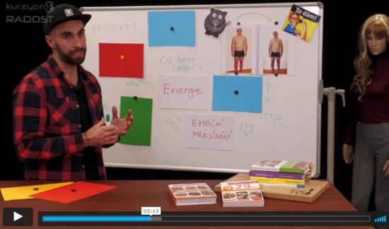 Náhled online video kurzu o hubnutí - lektor před tabulí vysvětluje, jak zhubnout a váhu si udržet